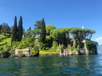 Kayaking up to the Villa del Balbianello