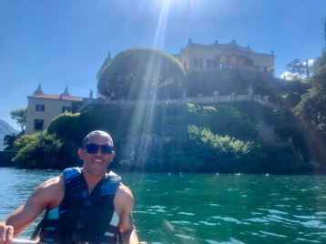 Kayaking up to the Villa del Balbianello