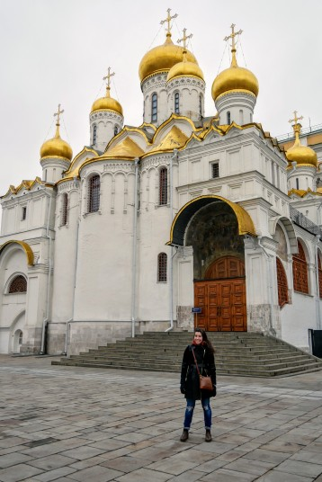 The cathedrals and their onion shaped cupulas inside the Kremlin