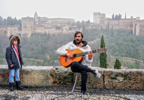 Spanish guitar player at the Mirador de San Nicolas