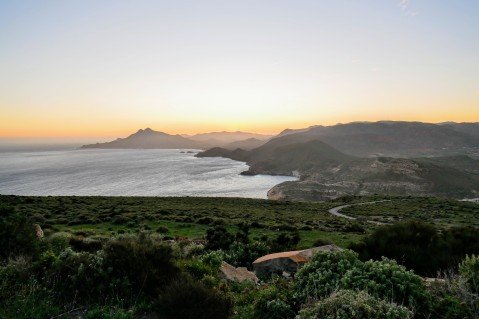 The domo volcánico Los Frailes (mountain on the left) is the highest peak in the volcanic rock formation along this coast