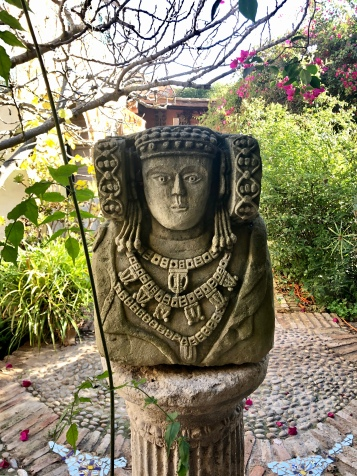 The statue in Alfonso's garden that loosely resembles the Lady of Elche