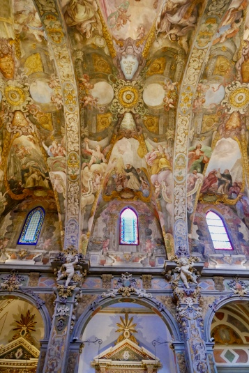 The frescos on the inside of Parroquia de San Nicolás de Bari y San Pedro Mártir