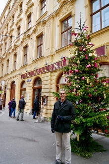Dan in front of a Viennese coffeehouse