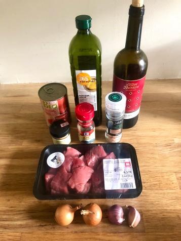 Beef & tomato ingredients